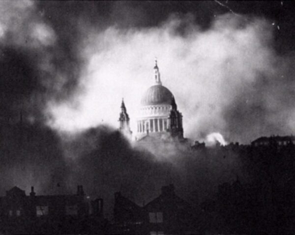london blitz st pauls - 1940