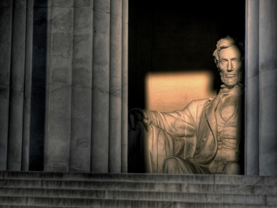 lincoln memorial statue by daniel chester french